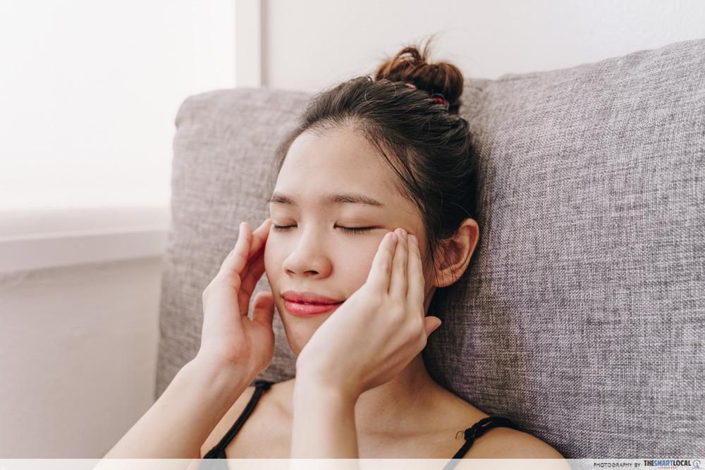 Facial massage for glass skin