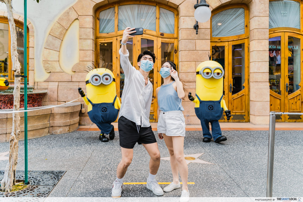 Universal Studios Singapore - Meet and greet with Minions