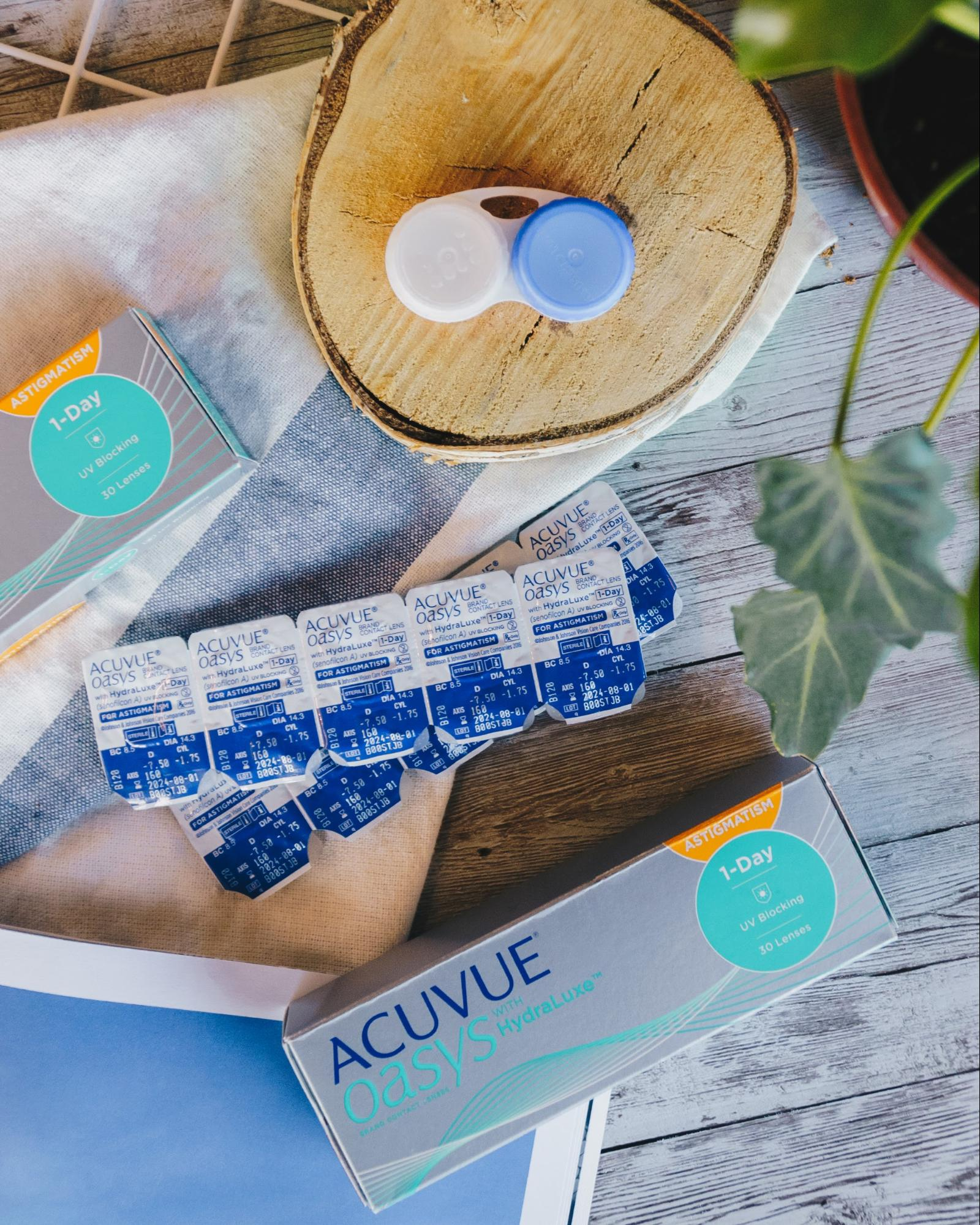 acuvue contact lens