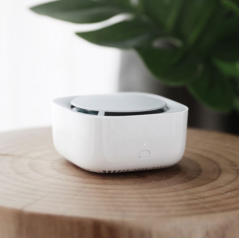 The electric Xiaomi Mijia mosquito repellent is cordless and is battery-operated.