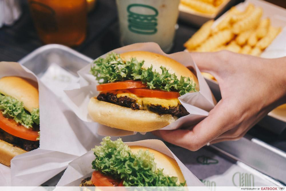 shake shack singapore - the potato buns on their burgers are fluffy