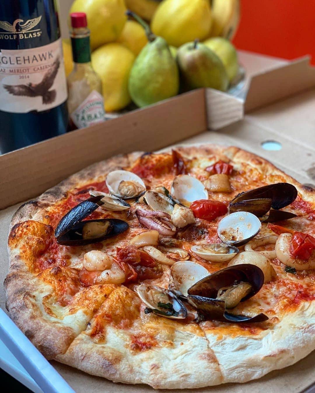 Rosso Vino Robertson Quay Italian Seafood Pizza
