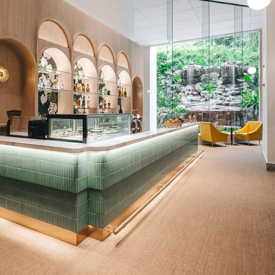 Furama Riverfront Waterfall Lounge