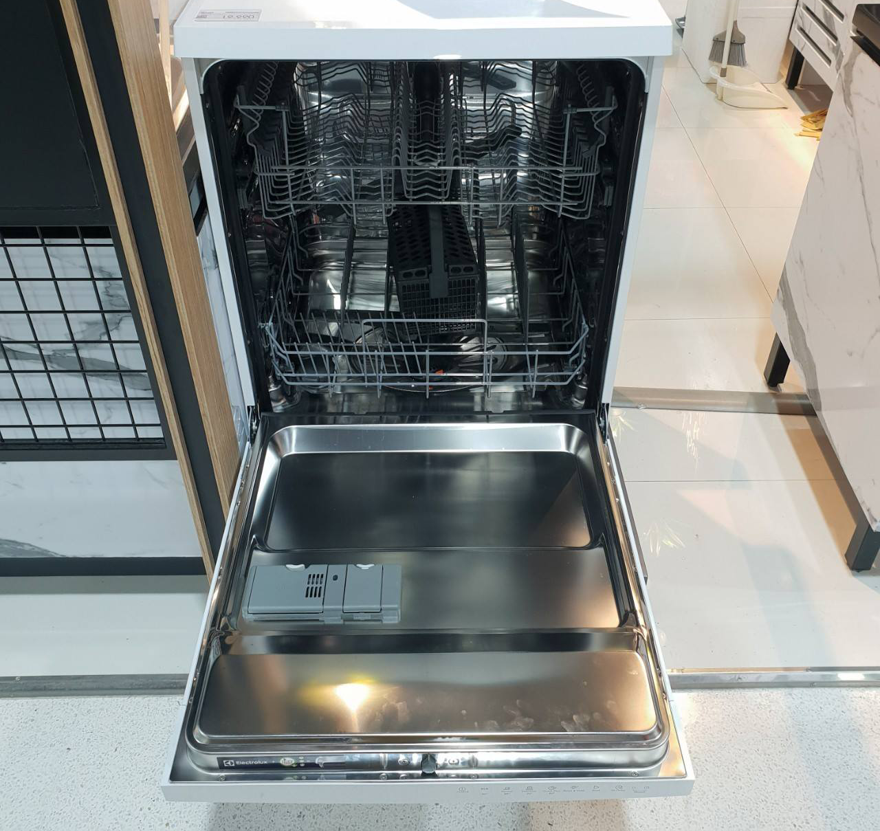 affordable dishwashers in singapore - Electrolux ESF5206LOW with Air Dry freestanding dishwasher