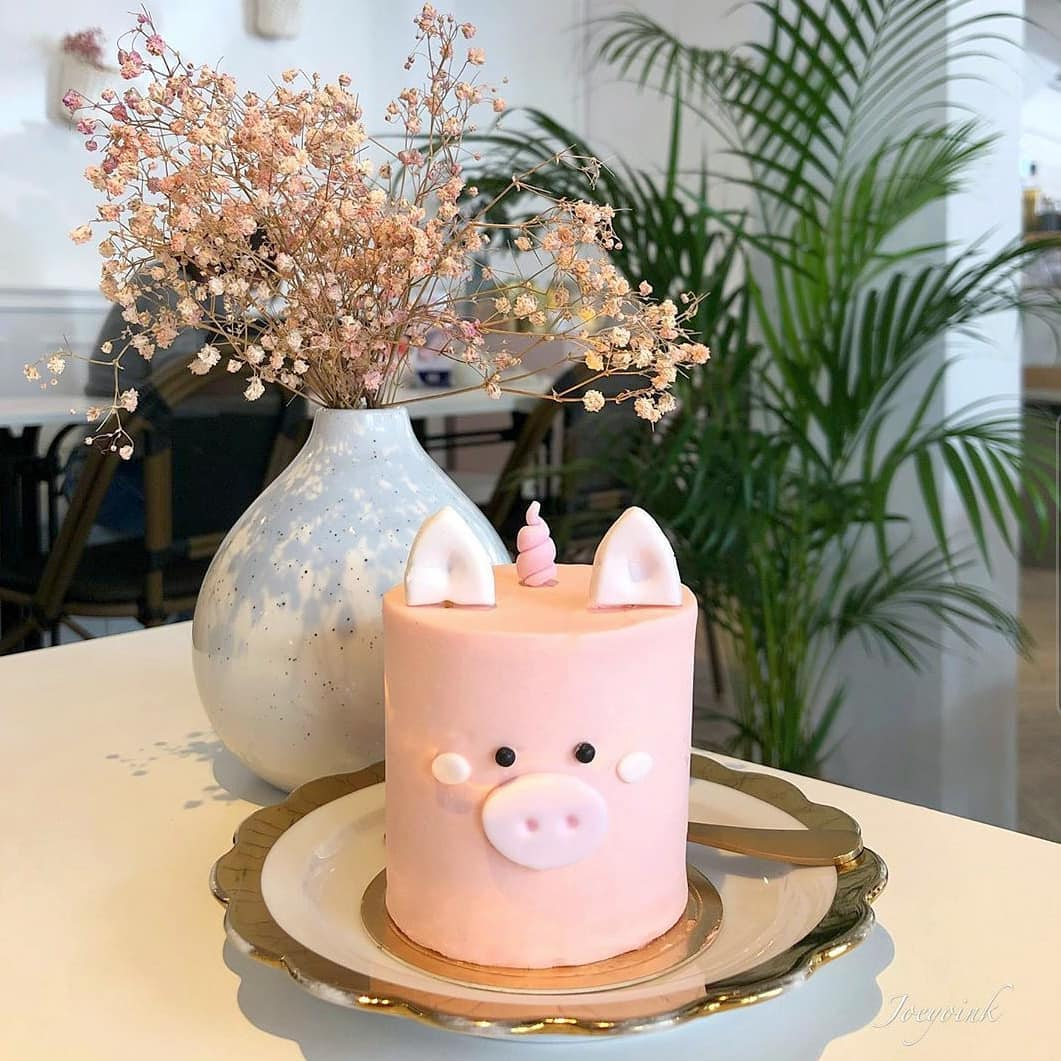 cake delivery singapore - pig and animal-themed cakes in small mini sizes