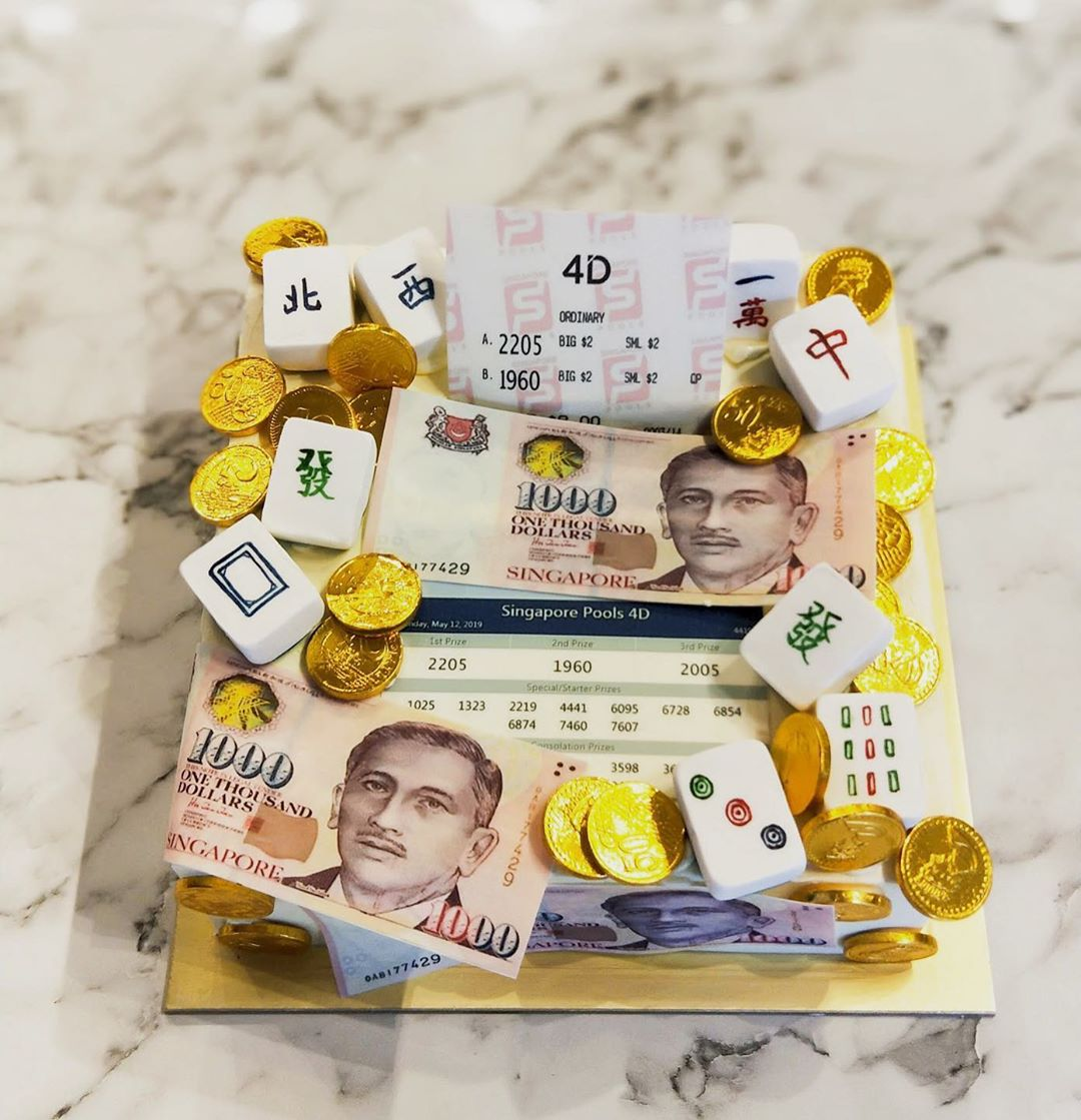 Custom money-pulling cakes are perfect fo children, adults and even the elderly