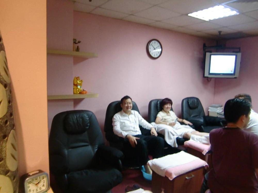 cheap massage singapore - customers at yong kang reflexology