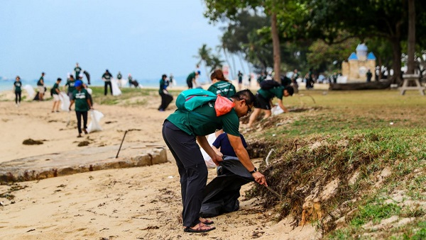 World Cleanup Day in Singapore - Beach