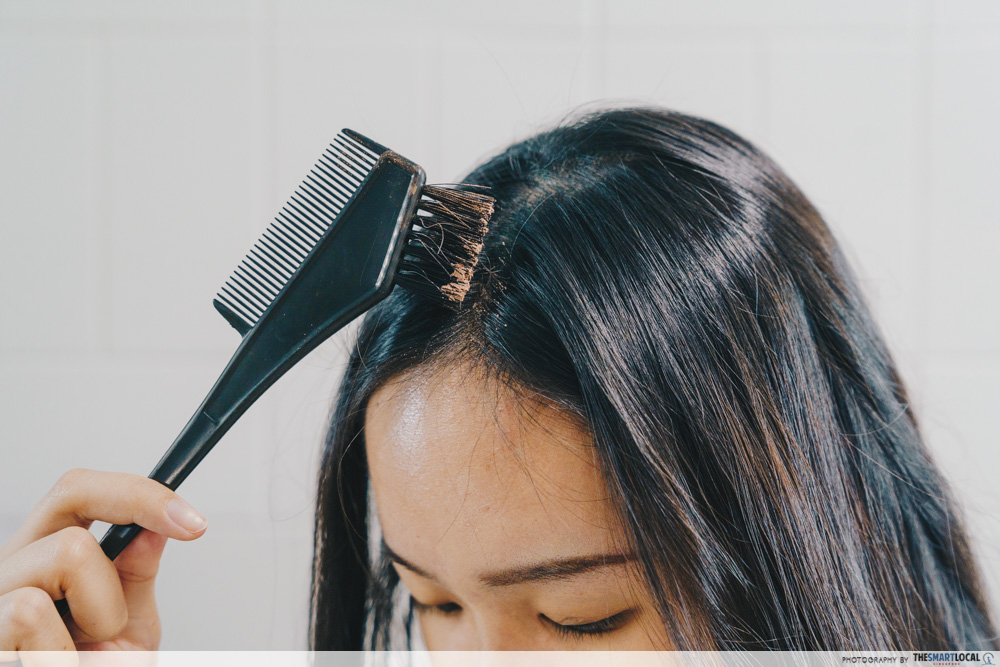 applying dry shampoo, hairstyling tips using household items