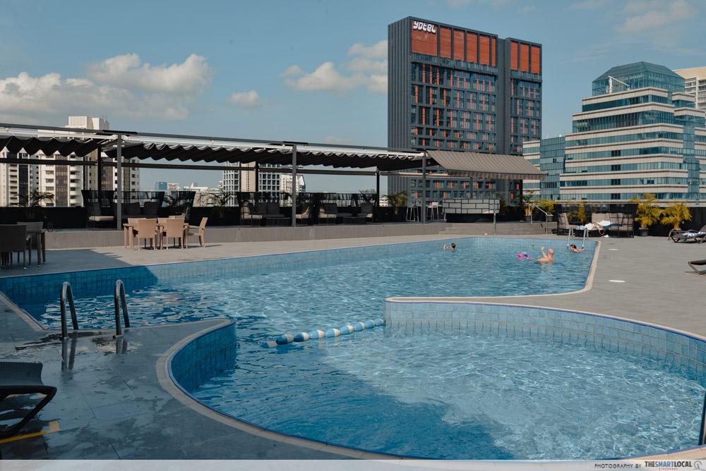 Hilton rooftop pool