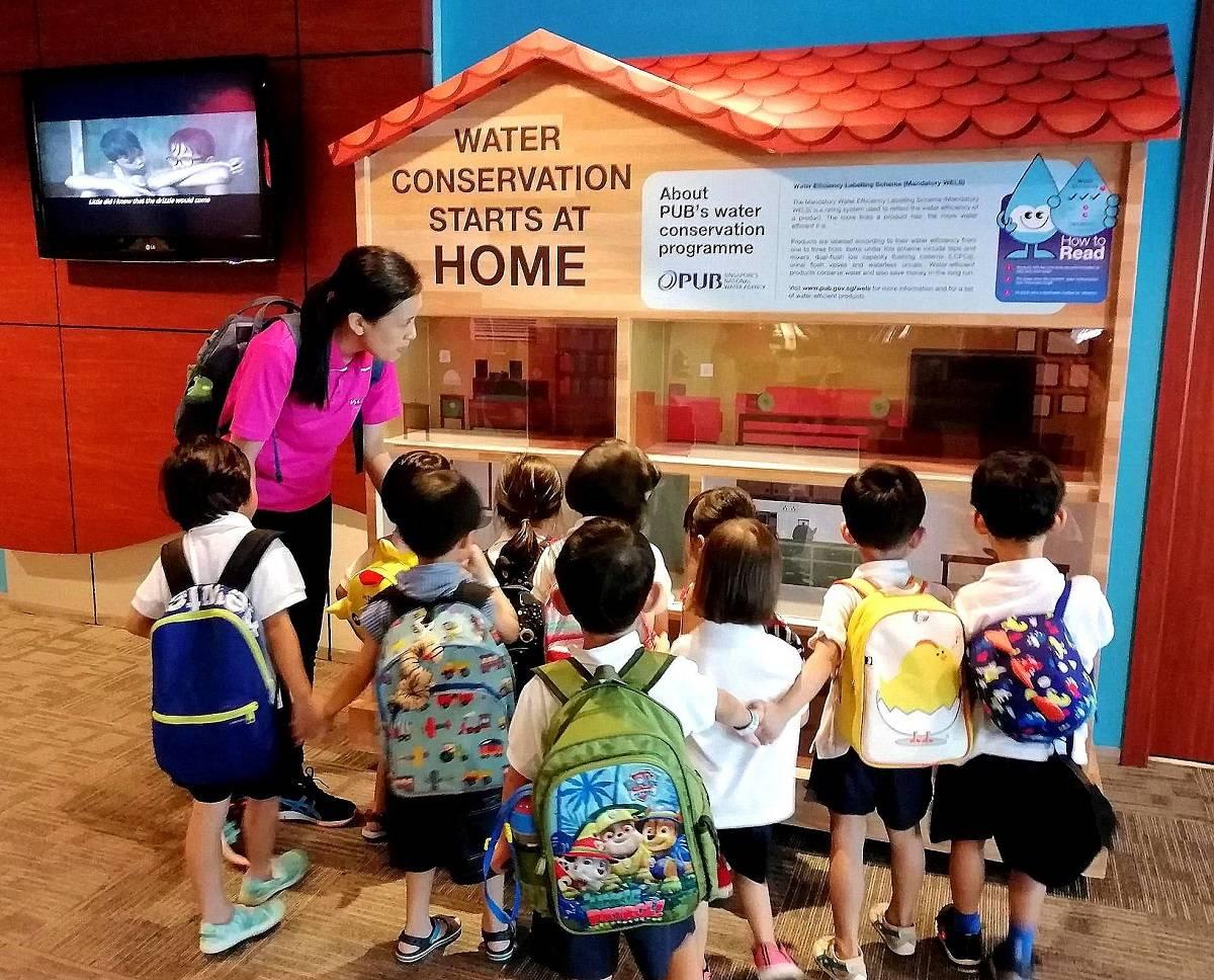 kindergarteners on a field trip in singapore