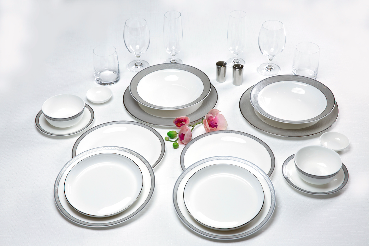 First class tableware set