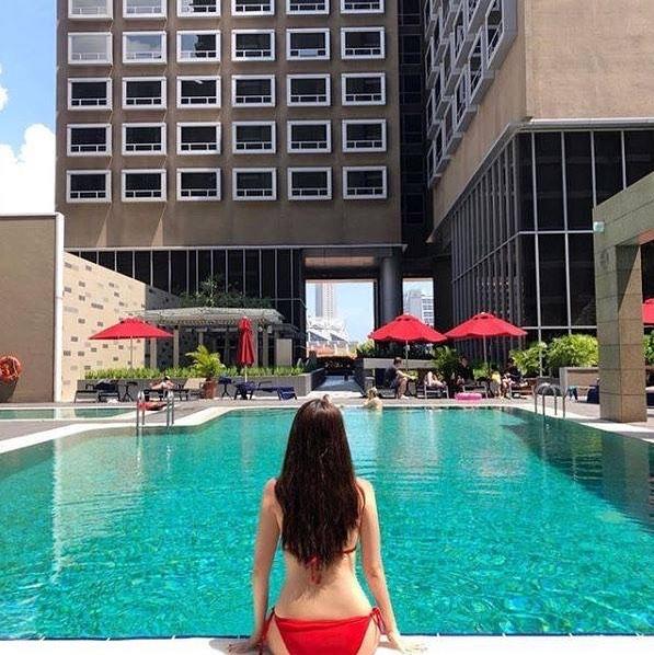 carlton hotel pool