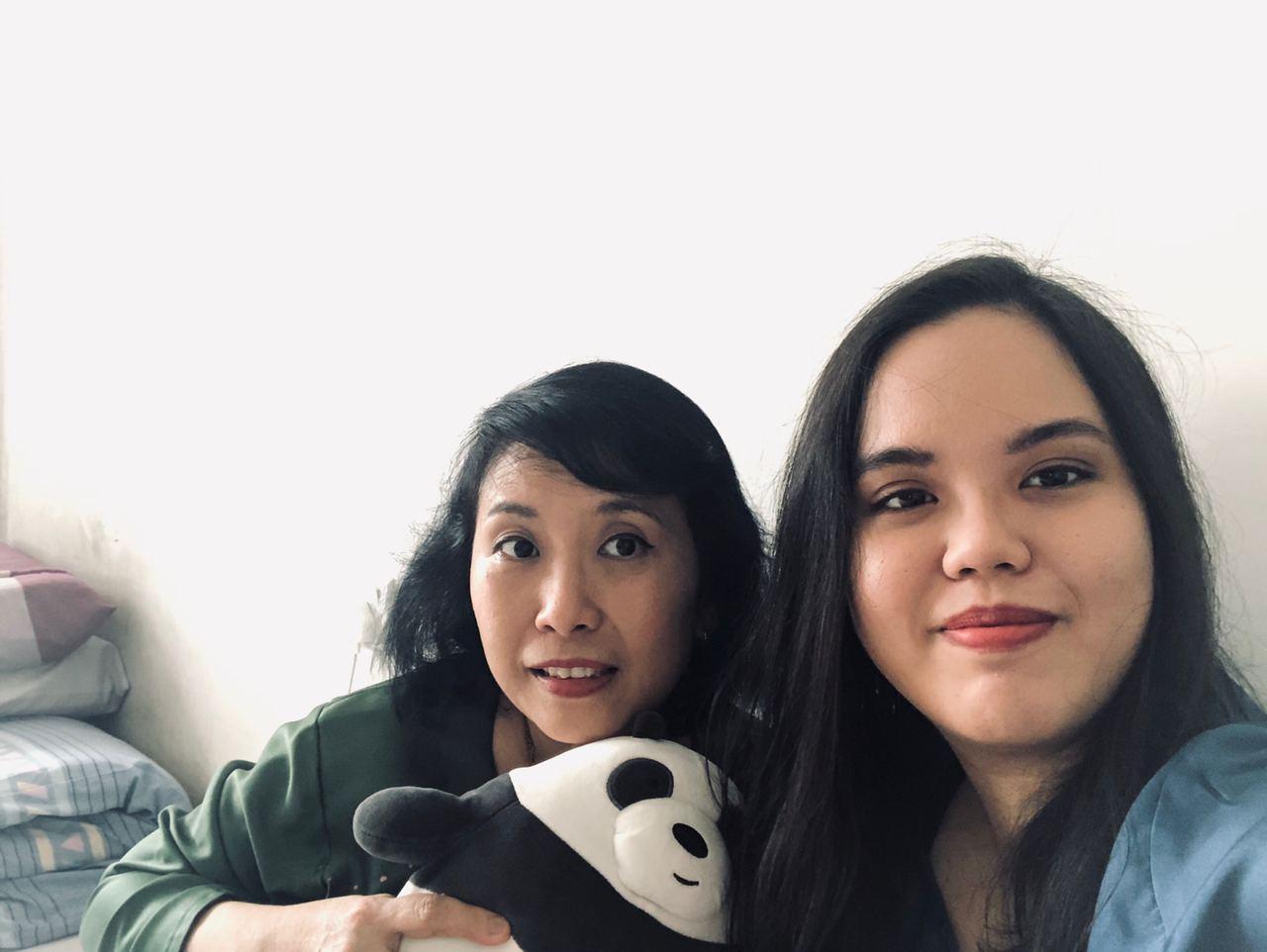 staying home - hari raya with mum