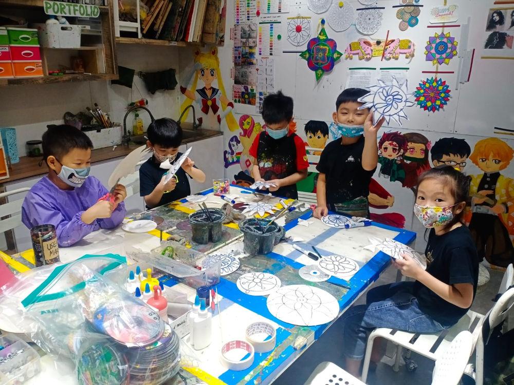 Fine Momentum Academy kids art class
