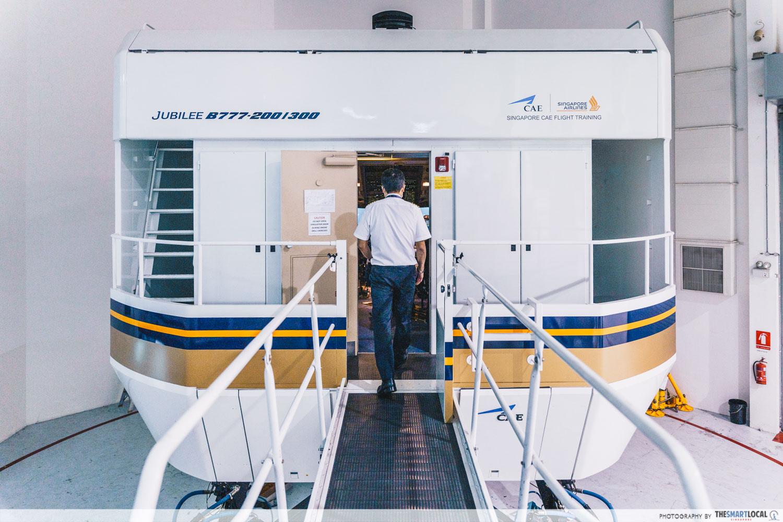 Boeing 777 flight simulator at SIA Training Centre