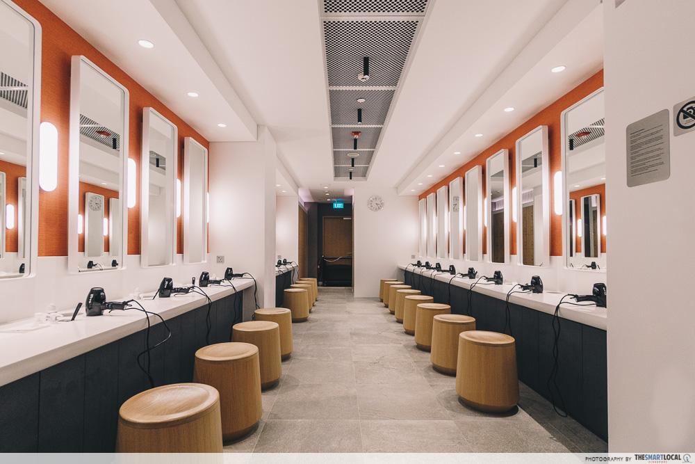 Pure Fitness Suntec - bathroom