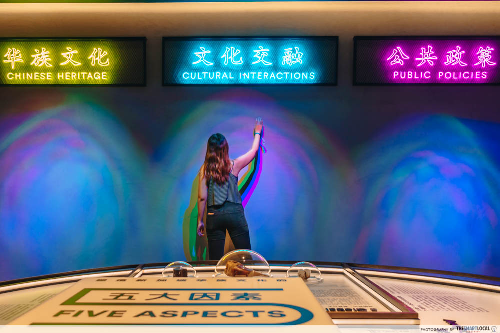 singapore-chinese-cultural-centre-exhibition - neon lights