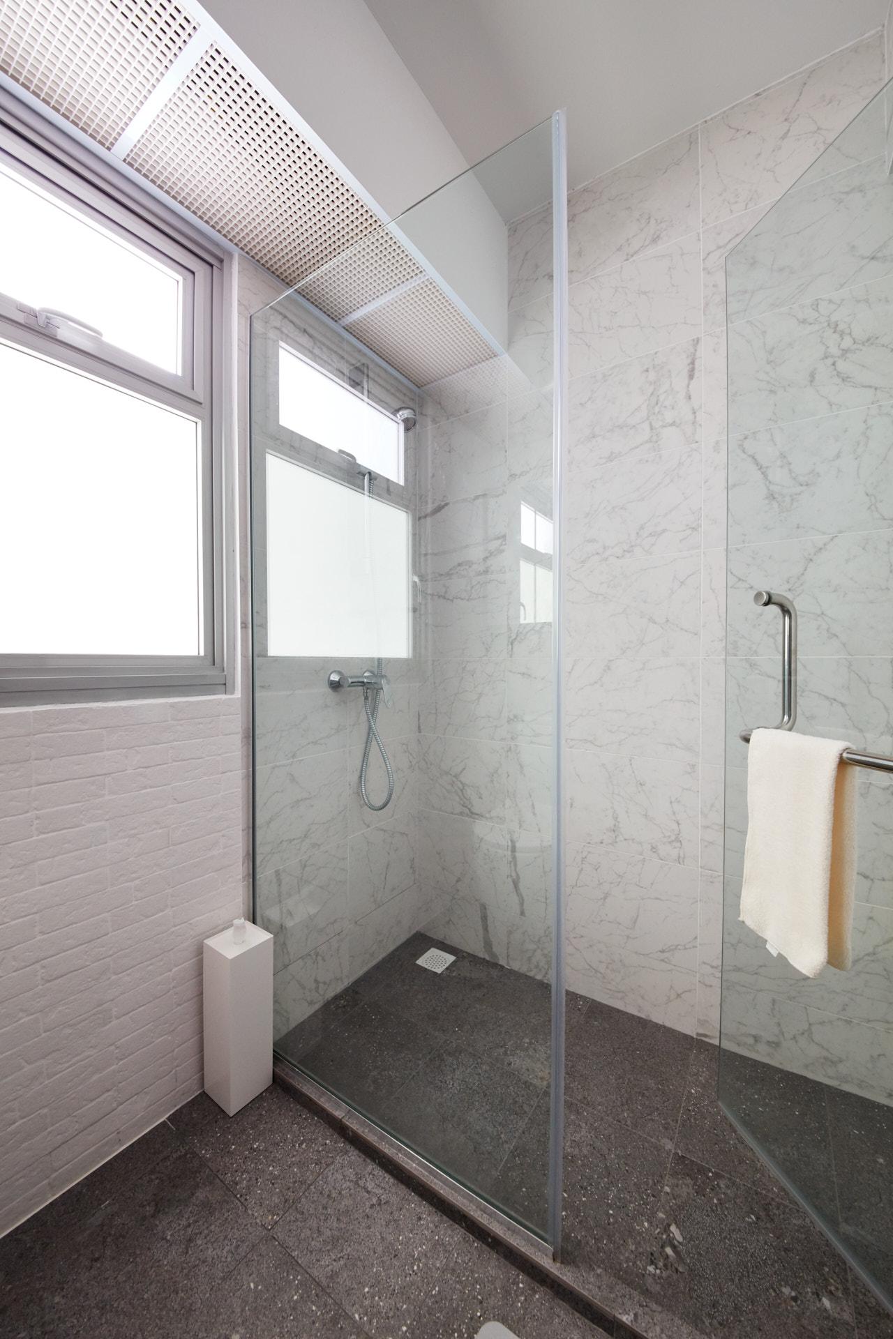 HDB Toilet Renovation Tips - Glass Divider