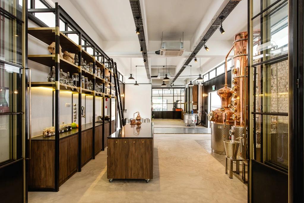 unique singaporediscovers tours: Gin distillery tour