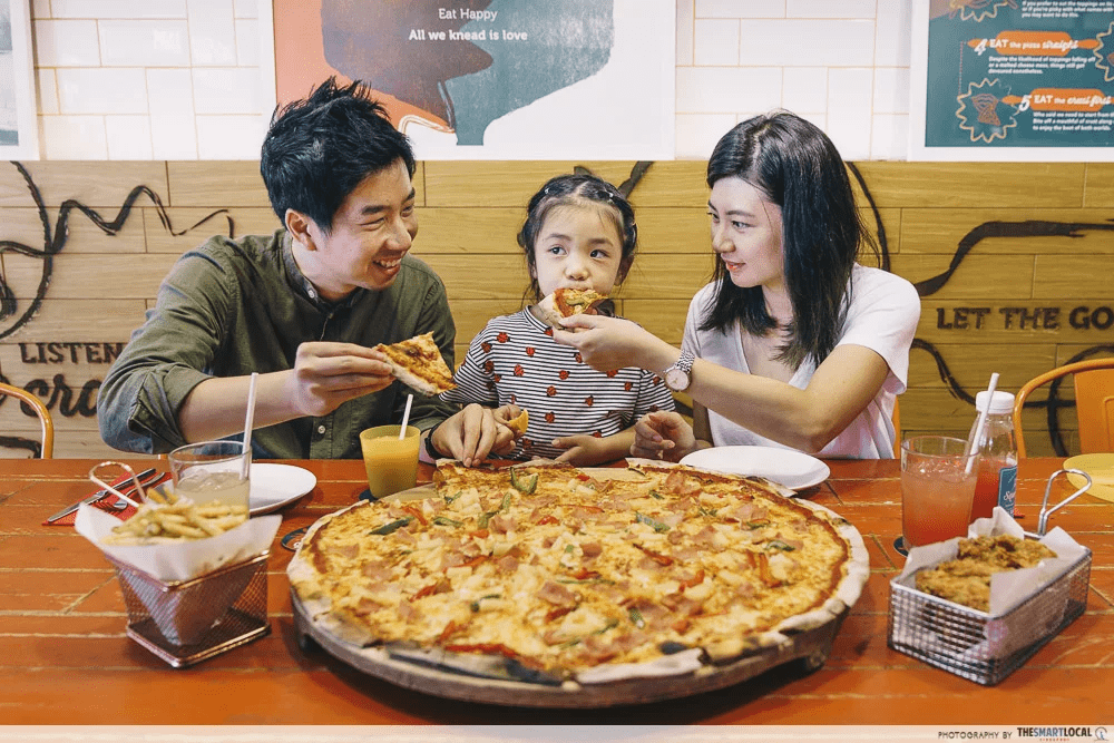 Peperoni Pizzeria group dining