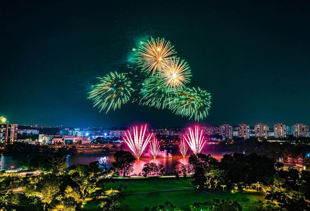 new year's eve fireworks singapore - jurong lake gardens
