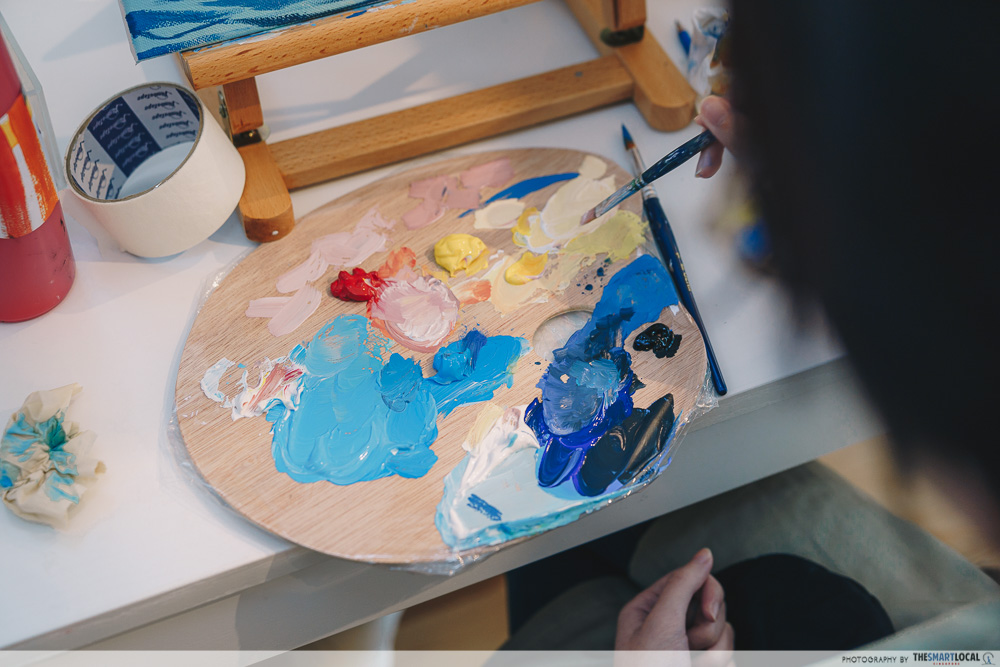 Art supplies like paint, brushes and canvas at Sage Artelier