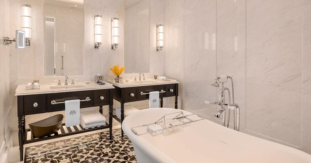Hotel Staycation Bathtub - Raffles Singapore