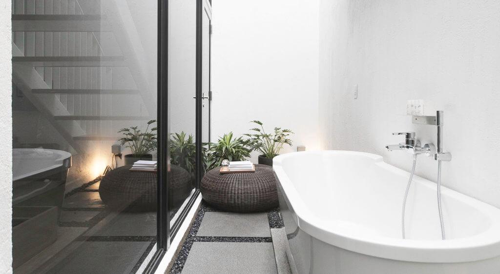 Hotel Staycation Bathtub - Lloyd's Inn