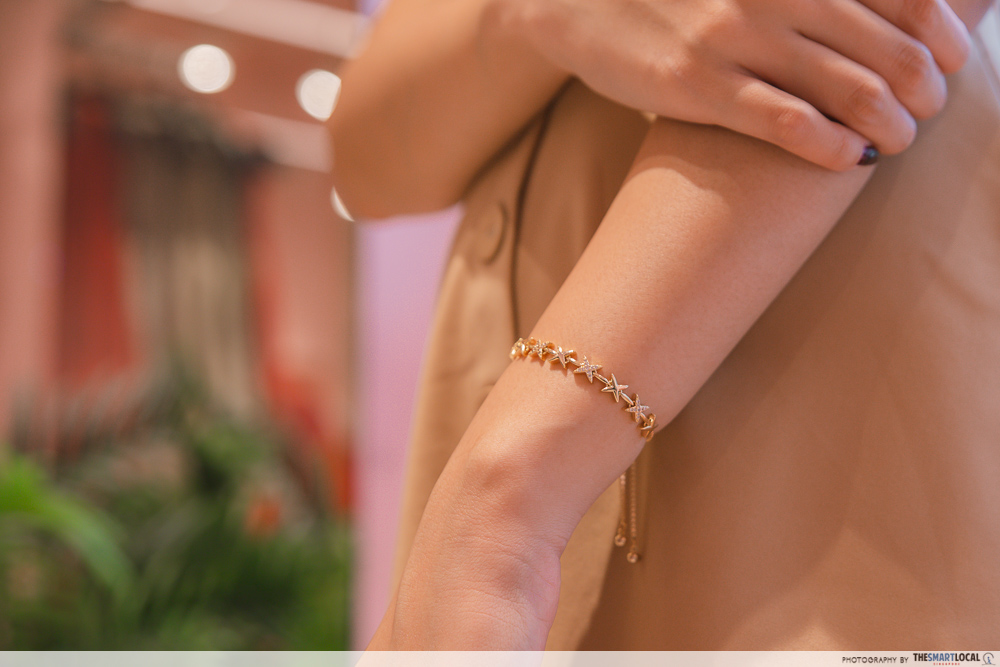photography-tips-for-ootd - Gold Star Crossed Bracelet from By Invite Only