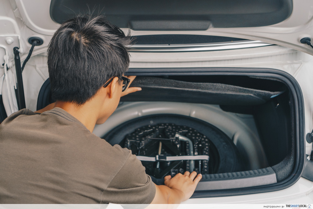 second hand used car singapore - spare tyre