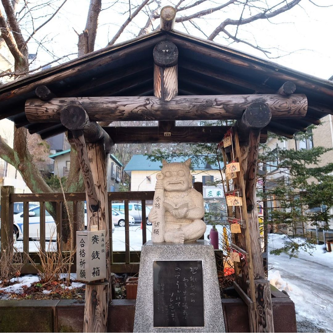 demon statues at jigokudani