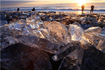sun rays reflecting off of the toyokoro jewelry ice