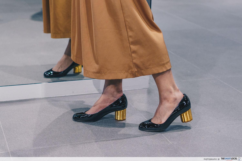 Flower heel pumps