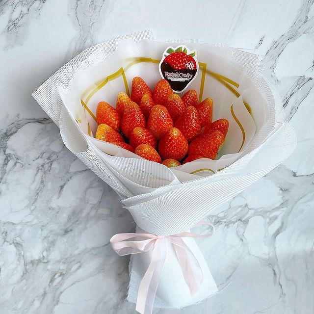 strawberry edible bouquet