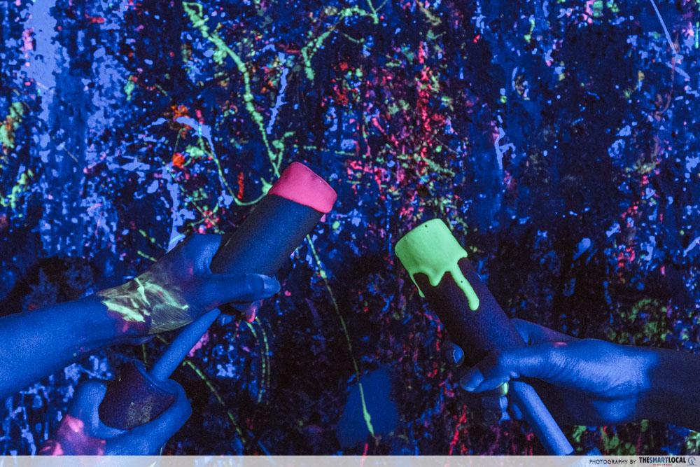 splat paint house - UV party