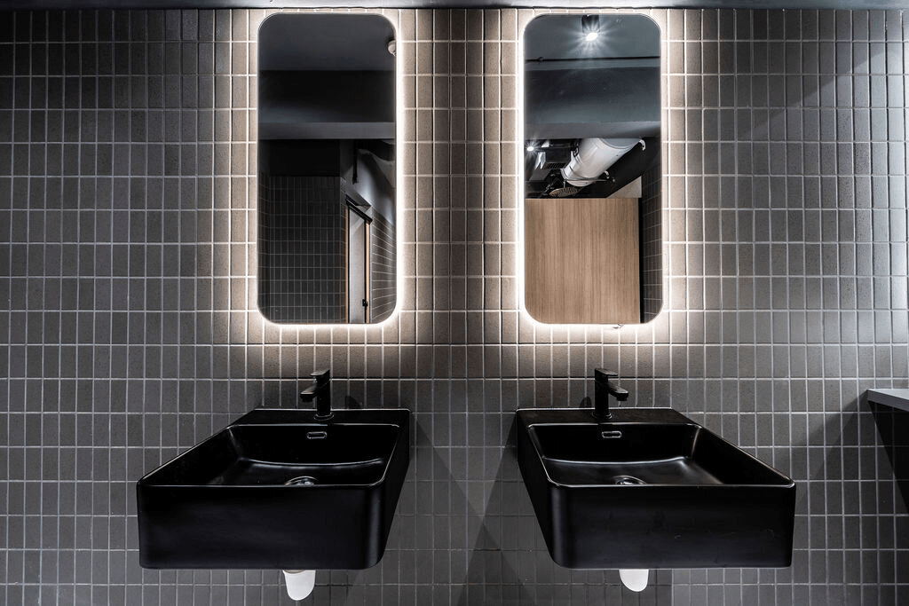 KINN Capsule Hotel - bathroom