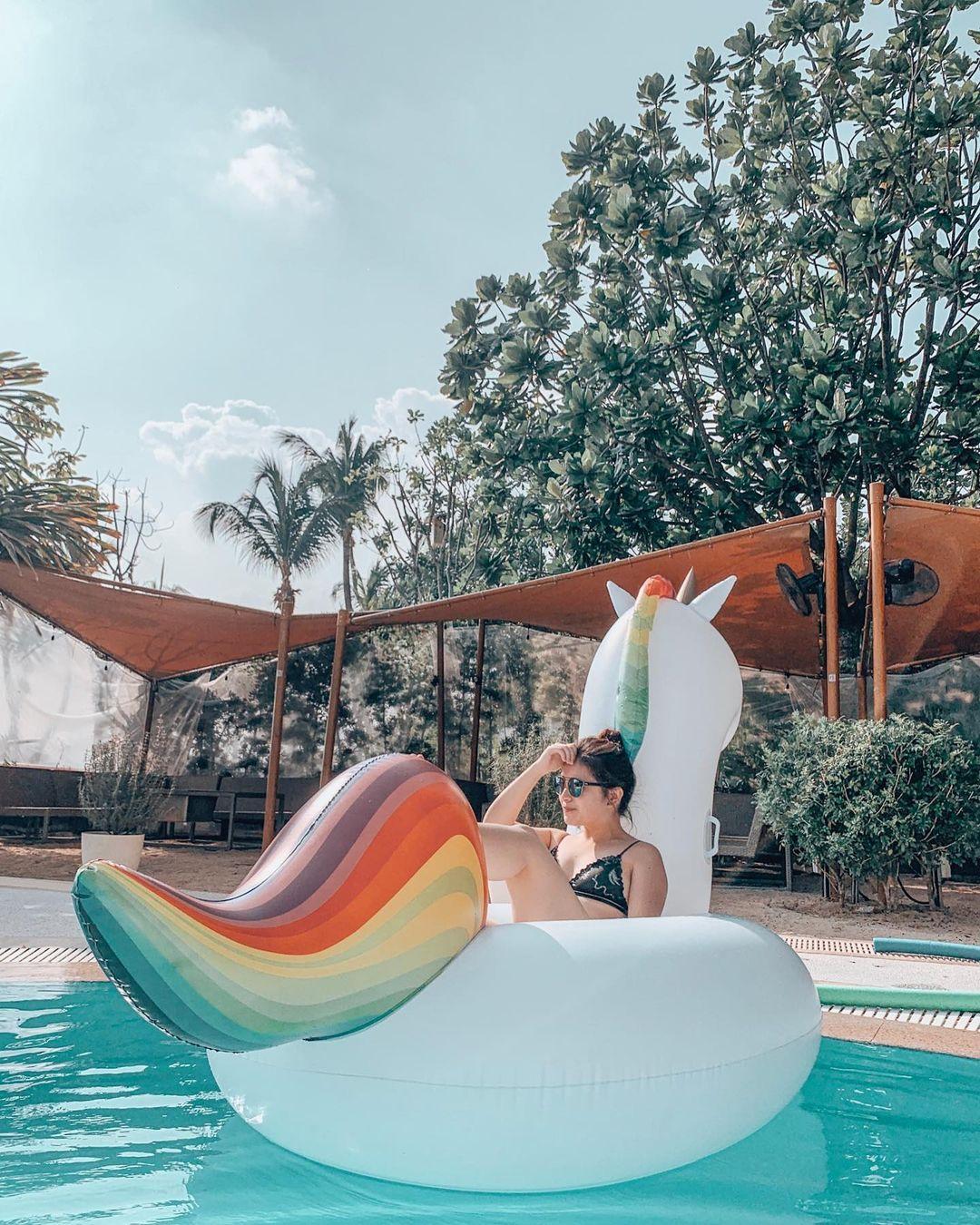 Ola Beach Club - unicorn inflatable
