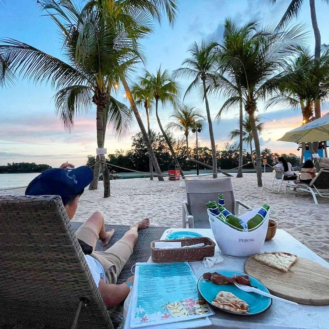 dining sentosa beach