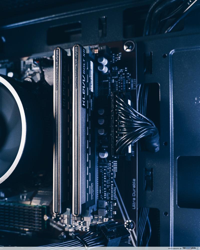 RAM sticks on the Aftershock Rapid PC