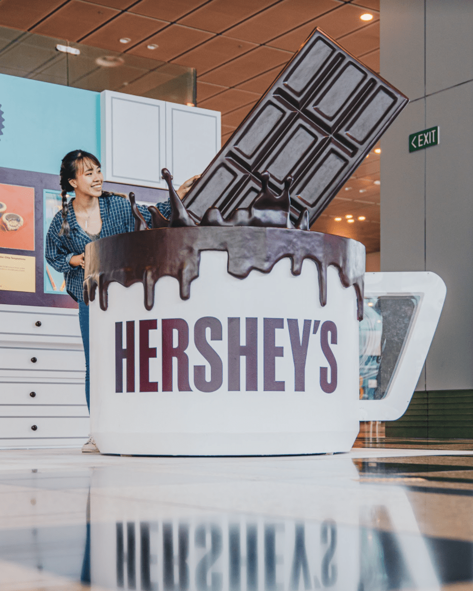 hershey's pop up - larger-than-life installations