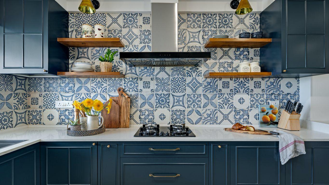 Money-saving kitchen renovation hacks - fancy kitchen backsplash