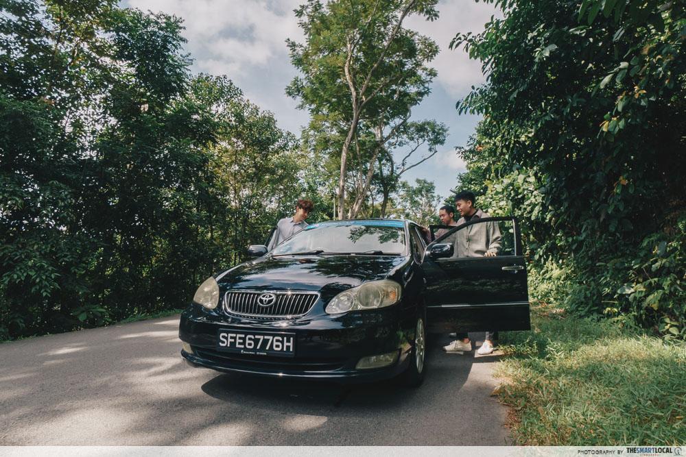 friends opening car door roadtrip