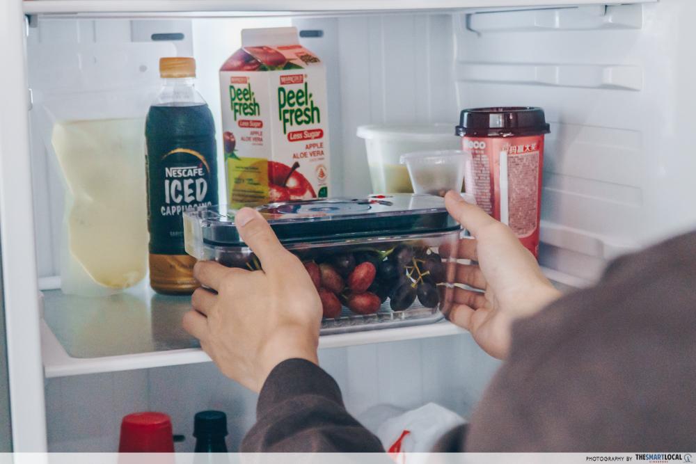 Placing sealed food in fridge