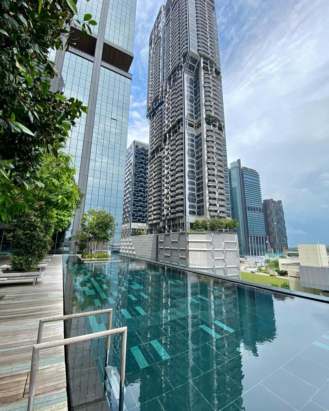 oakwood premier infinity pool