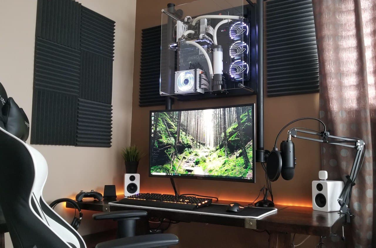 aftershock custom pc build - wall mounted clear PC case