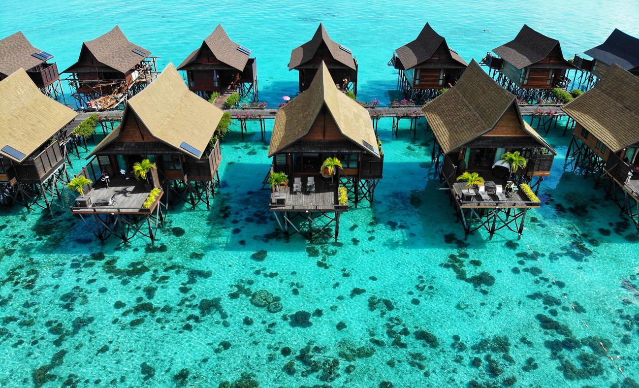 overwater bungalows sipadan kapalai resort