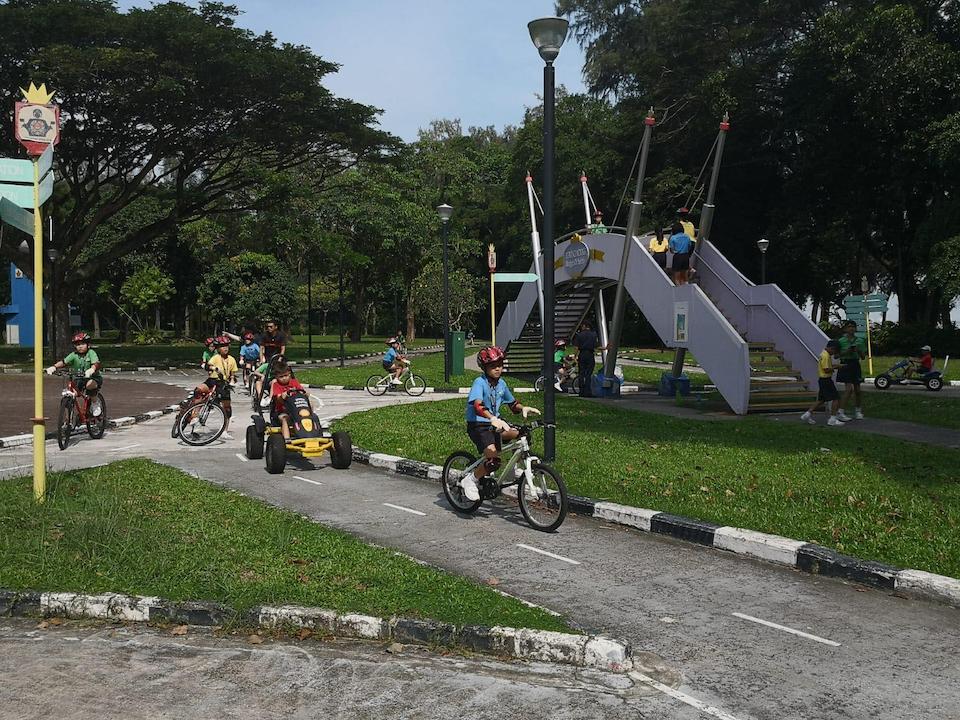 singapore school excursion - road safety community park overhead bridge and pedal car