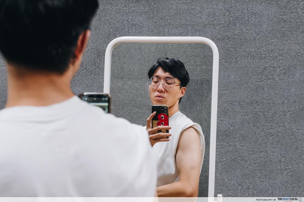 Mirror Selfie Flexing Bicep - Dating App Mistakes
