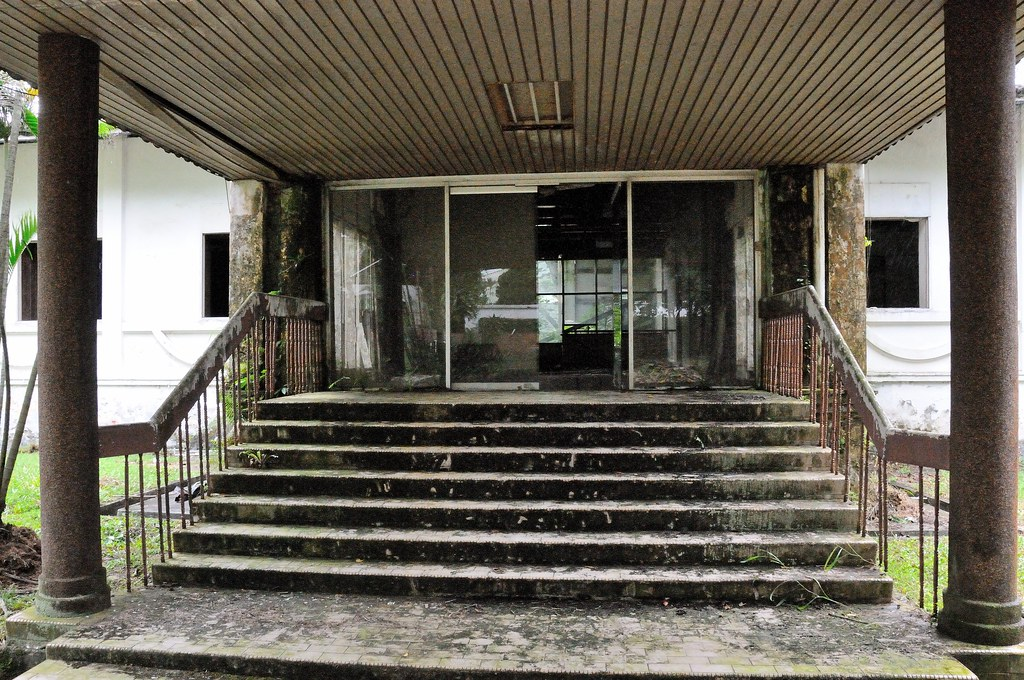 entrance of Tanglin Hill Brunei Hostel